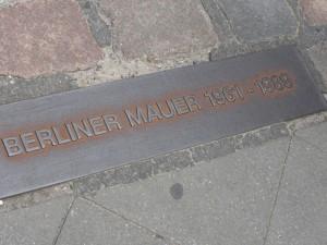 """Berliner Mauer"" = Berlin Wall"